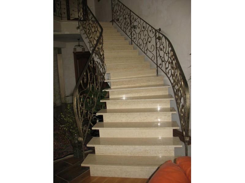 Estetyczne schody marmurowe.