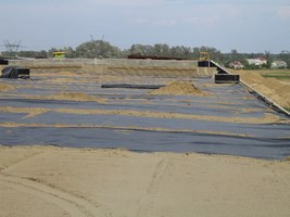 Wykorzystanie materiałów geosyntetycznych w nowoczesnym budownictwie technicznym.