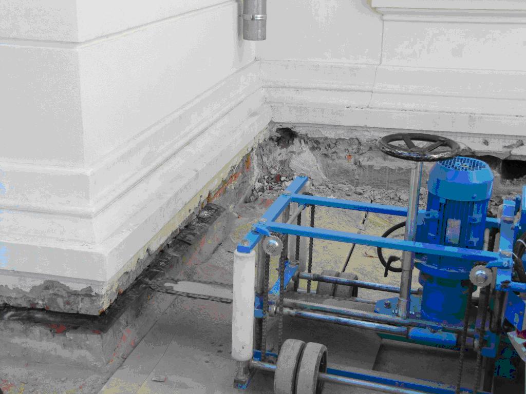 Podcinanie ściany – sposób na izolacje poziomą.