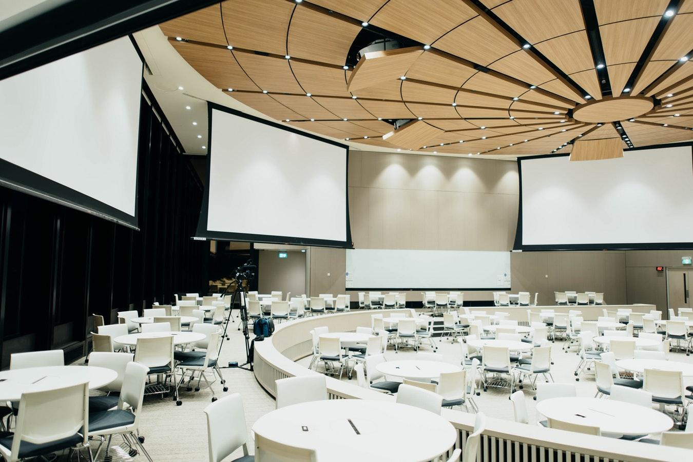 Szukanie sali konferencyjnej odpowiadającej potrzebom