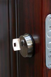 Wymiana drzwi zewnętrznych w naszym domu jednorodzinnym.